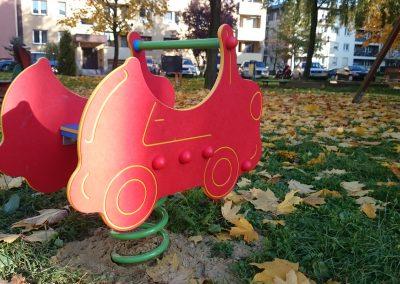 Nowe urządzenia na placach zabaw